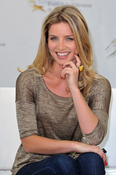 annabelle wallis hot pics