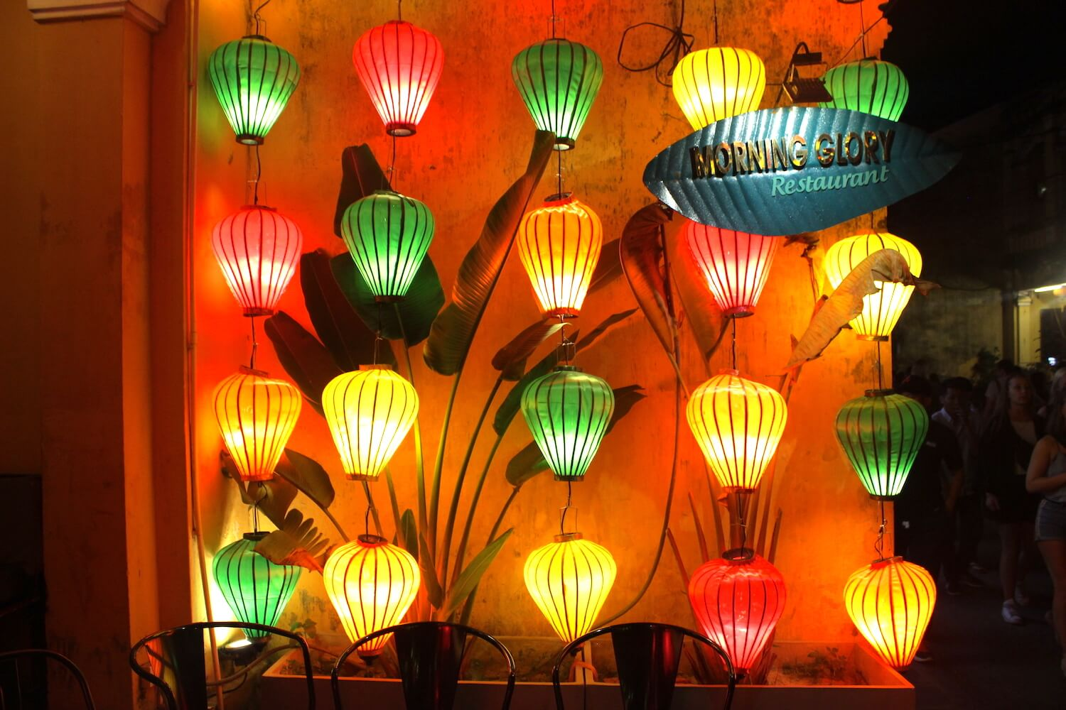 hoi an night lights morning glory restaurant lanterns