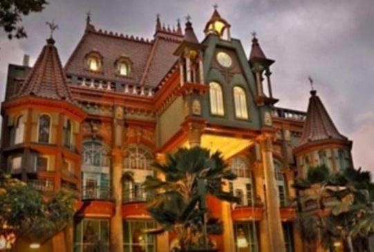 Hotel Yang Pertama Adalah Gajah Mada Graha Ini Sangat Cocok Bagi Anda Sedang Melakukan Kunjungan Wisata Ke Malang