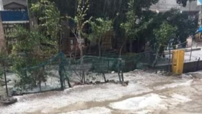 بالصور .سقوط ثلوج علي هذه المحافظه منذ قليل وتوقف حركة الملاحه