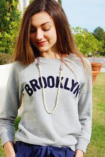 kate bartlett, teen style, jcrew sweatshirt, brooklyn sweatshirt, sweatshirt and pearls