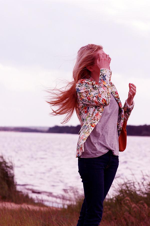 Mango tshirt Zara jacket Lee jeans Prima Moda shoes Peek&Cloppenburg bag