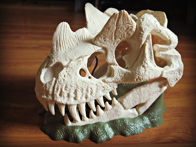 Shleich Dinosaurs Large Skull Trap with Velociraptor