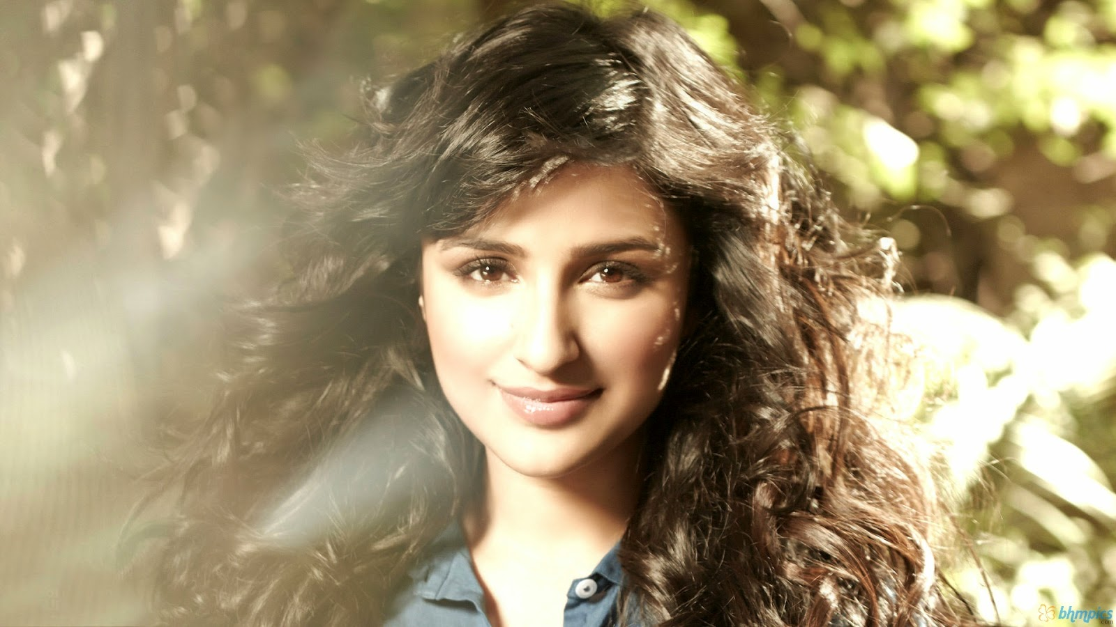 Parineeti Chopra Hot Pics Photo