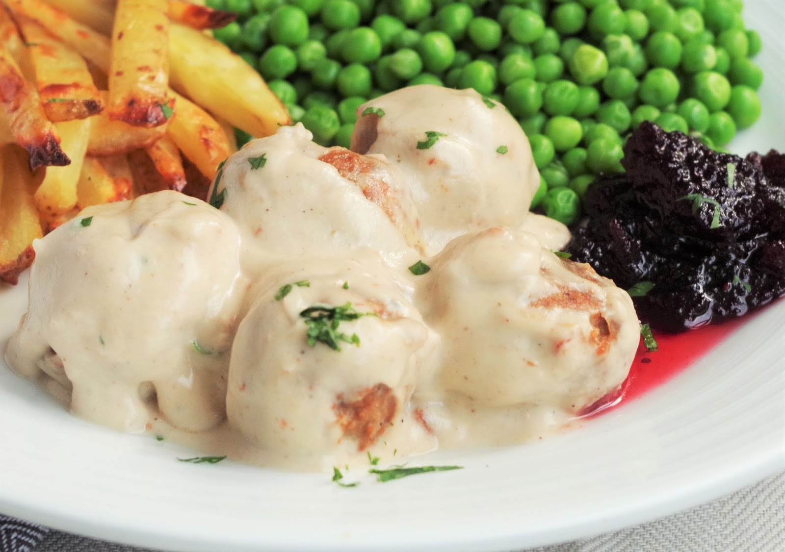 Swedish vegan meatballs gravy euphoric vegan since ive been vegan ive researched a few times how to make this gravy at home and when you look at all the online recipes they contain beef stock forumfinder Gallery