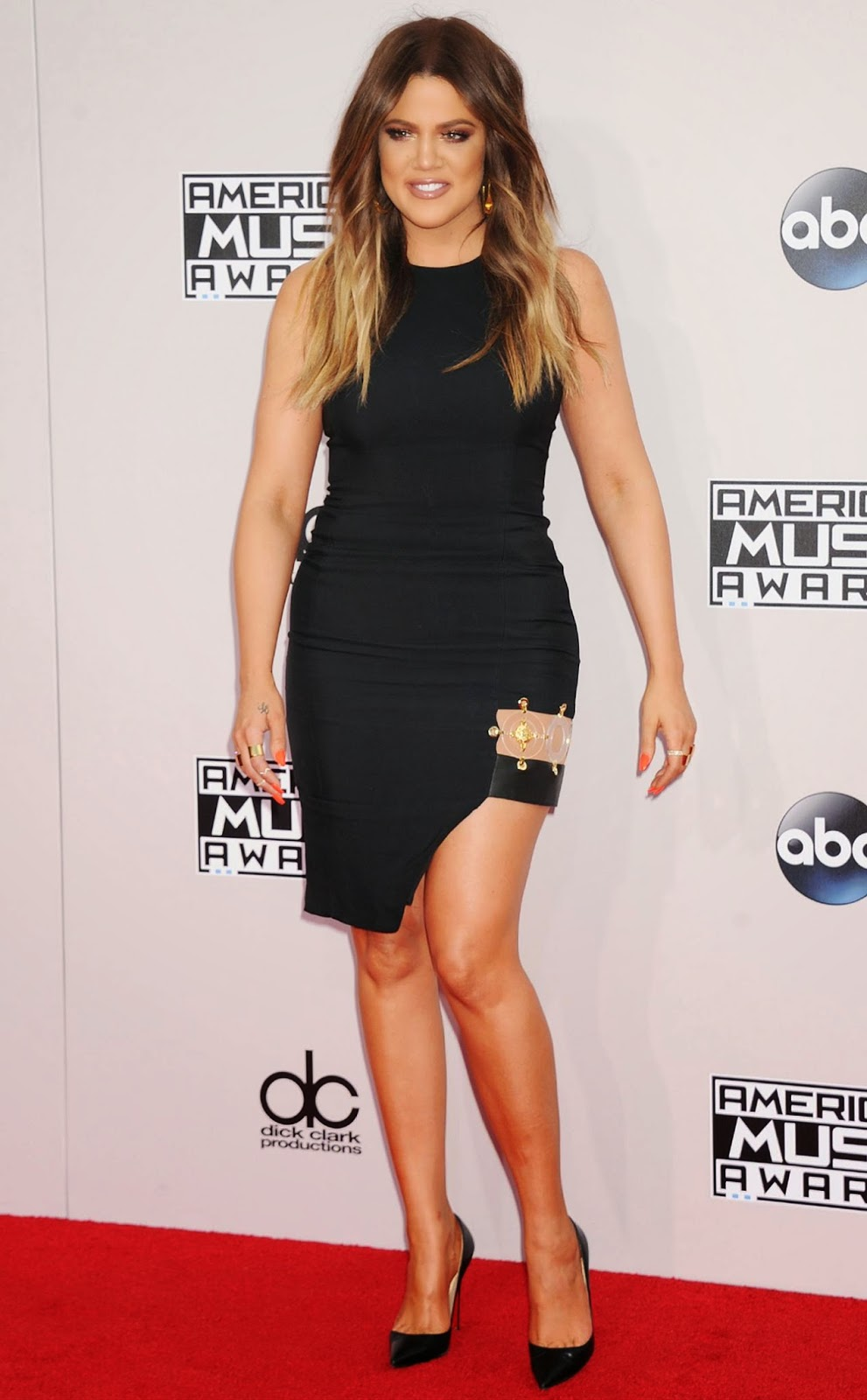 Khloe Kardashian shows off legs in a Versus Versace mini dress at the 2014 American Music Awards