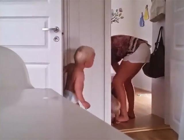 Δίδυμοι μπελάδες δεν πάνε με τίποτα για ύπνο τρελαίνοντας τη νεαρή μητέρα τους [Video]