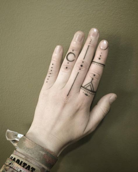 Most Beautiful Finger Tattoos That are Insanely Popular