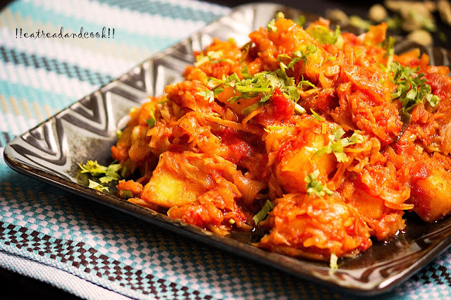 how to cook bengali tomato die bandhakopir torkari recipe / bengali tomato cabbage curry recipe with step by step pictures
