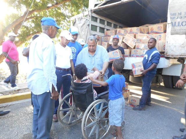 Resultado de imagen para El camión del Plan Social Distribuye Cajas Navideñas en Pedernales