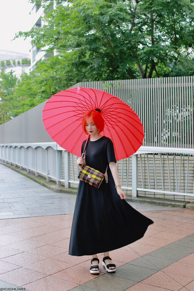 Japanese Fashion Blogger, MizuhoK,20190714OOTD GU black maxi dress, ZARA= sporty sandals, bag, Rakuten=Red umbrella