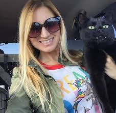 Kedatangan Kucing Mirip Vampir Ini Langsung Hebohkan Dunia Maya