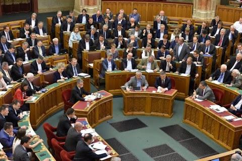 Az ellenzék megint tépheti a száját: ma a kormány kerül pellengérre