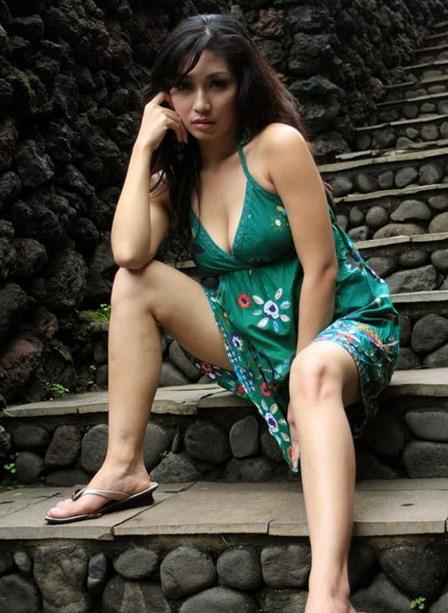 Foto Model-Model Cantik Indonesia Tercantik Baby Margaretha Terbaru Pose Menantang paha mulus