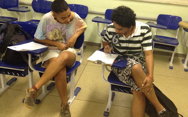 Curso na Federal de Goiás prepara travestis e transexuais para o Enem