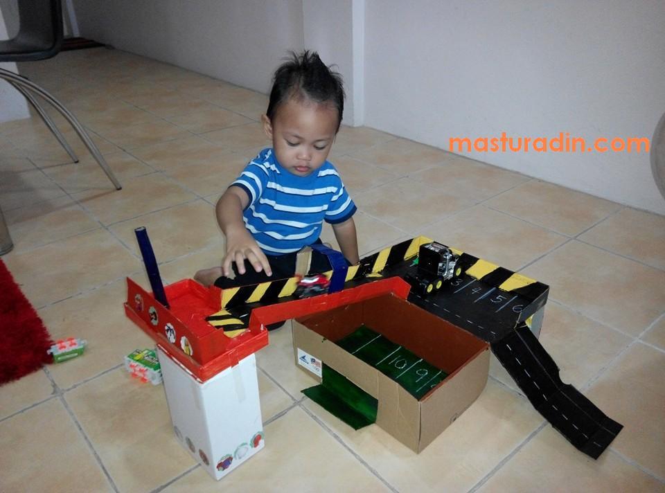 do it yourself, diy, litar kereta mainan menggunakan kotak kasut, idea bina alat mainan daripada kadbod