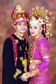 foto pengantin dengan baju adat aceh