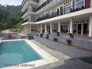 santa-monica-hotel, kolam-santa-monica, santa-monica-pancawati