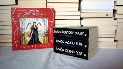 """Recenzja książki do kolorowania: """"Dwór cierni i róż""""- Sarah J. Maas"""