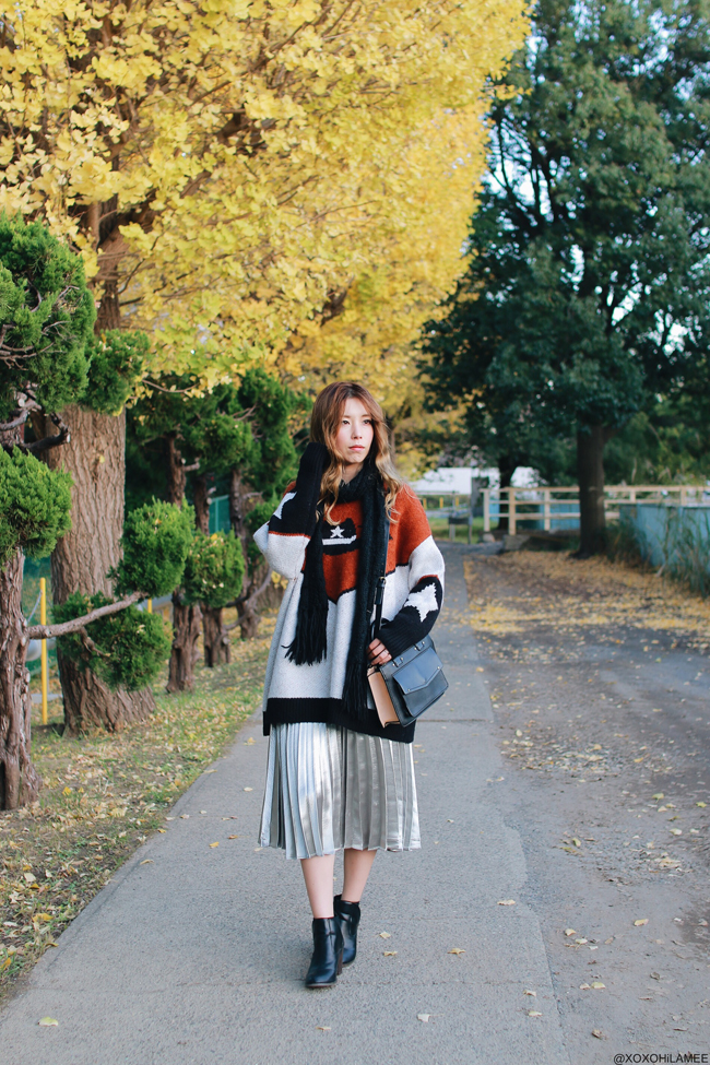 Japanese Fashion Blogger,Mizuho K,2017/11/19OOTD,ZARA-westan knit sweater/BAG,ChicMe-silver pleated skirt,FREE'S MART-boot,black muffler