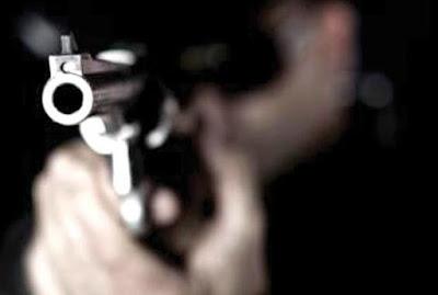 Comerciantes tem casa invadida por dupla armada no DNOCS, município de Luzilândia