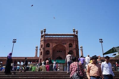 Pintu Masuk menuju Masjid Jamak