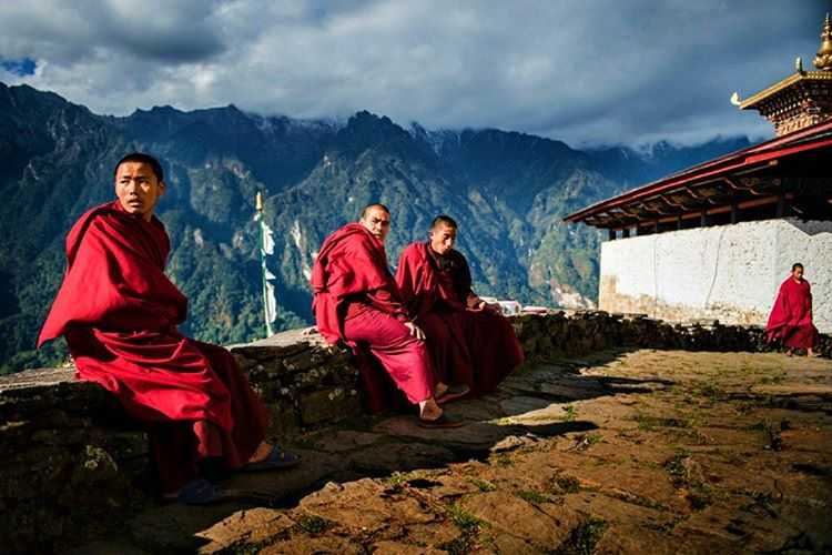Bhutan turu yapanların yorumları genellikle olumludur ama yerli halkın soğuk olduğunu söylemekteler.