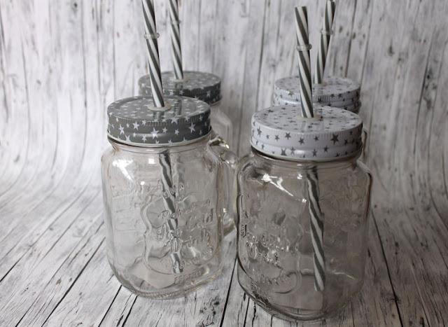 Gewonnen - vier Trinkgläser mit Deckel und Strohhalm