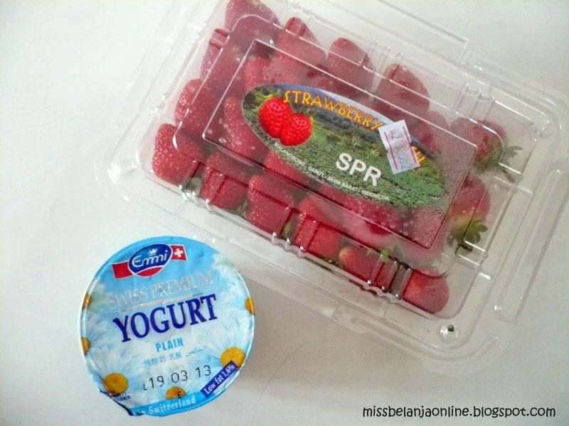 Facial strawberry yogurt