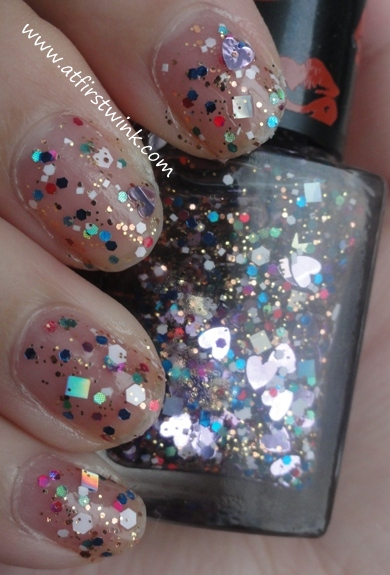 Modi nail polish 05 - Heart Christmas on nails, swatches