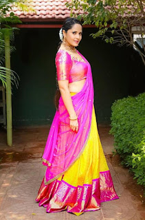 Indian TV Girl Anasuya Bharadwaj Stills in Traditional Pink lehenga Choli (1)