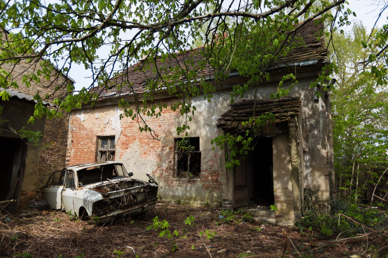 Trabiwerkstatt fossil fueled fossils abandoned berlin for Garage ad barlin