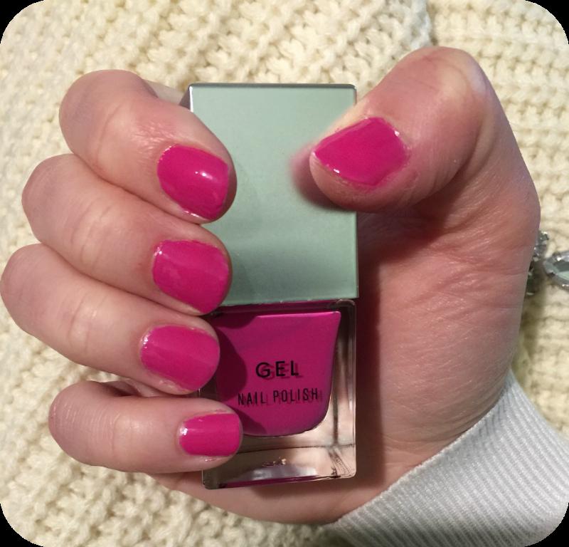wearing new look gel nail varnish in electric crimson