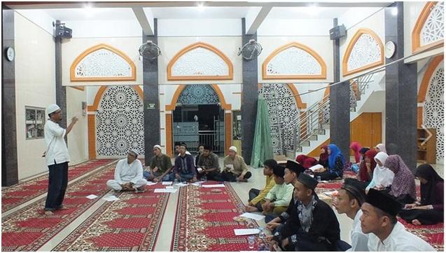 Peserta HIMMIA (Himpunan Muda-Mudi Islam Akbar) dari perwakilan 15 Masjid dan 1 Musholla di Kelurahan Dwikora, Kecamatan Medan Helvetia