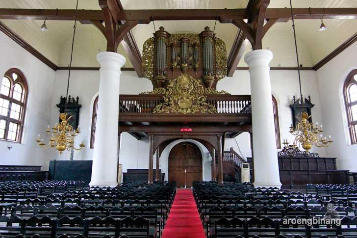 mimbar kayu gereja sion jakarta