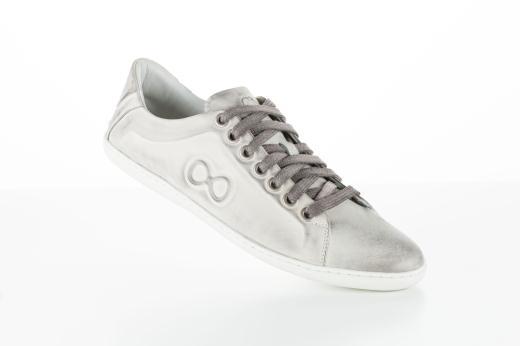 63a1e17ec A marca de calçados e acessórios masculinos CNS