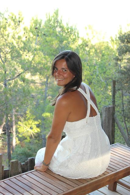la provence, vaucluse, roussillon, robe maje blanche