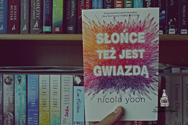 """Czasami to los za nas decyduje, jak będzie wyglądało nasze życie – recenzja książki #243 – Nicola Yoon """"Słońce też jest gwiazdą"""""""