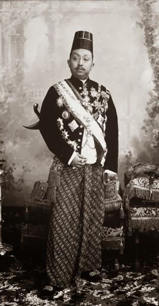 Raja Jawa Mengantar Revolusi