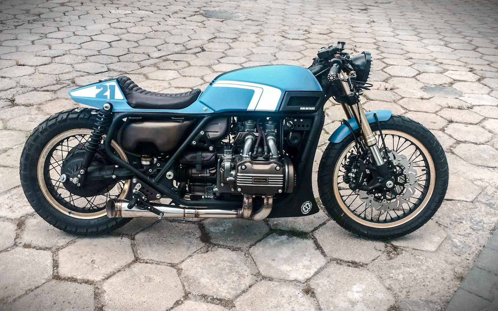 Blue Gold Wing Inazuma Caf 233 Racer