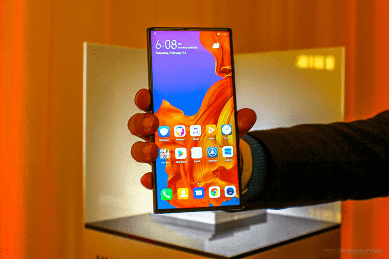It becomes a 6.6-inch smartphone when folded