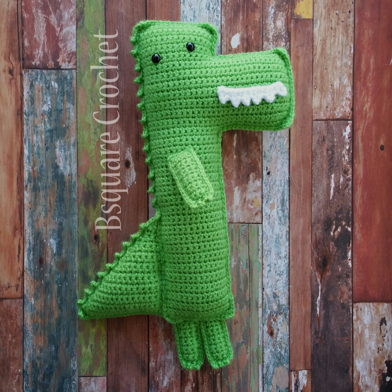 Contemporary Crochet Alligator Pattern Ornament - Easy Scarf ...