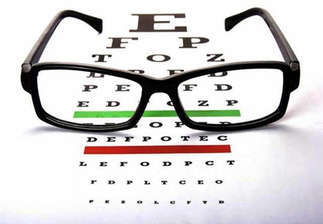 Ini tanda-tandanya Anda sudah butuh kacamata