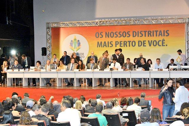 Em Taguatinga, deputados votam dezenas de projetos e ouvem demandas da população