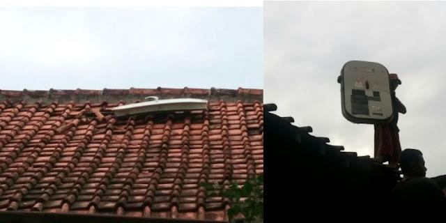 Sedang Asyik Membalas Pesan Singkat, Rumah Pria Ini Kejatuhan Pintu Pesawat
