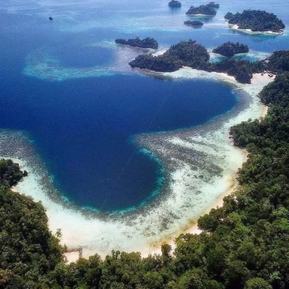 Teluk cinta Pulau Labengki