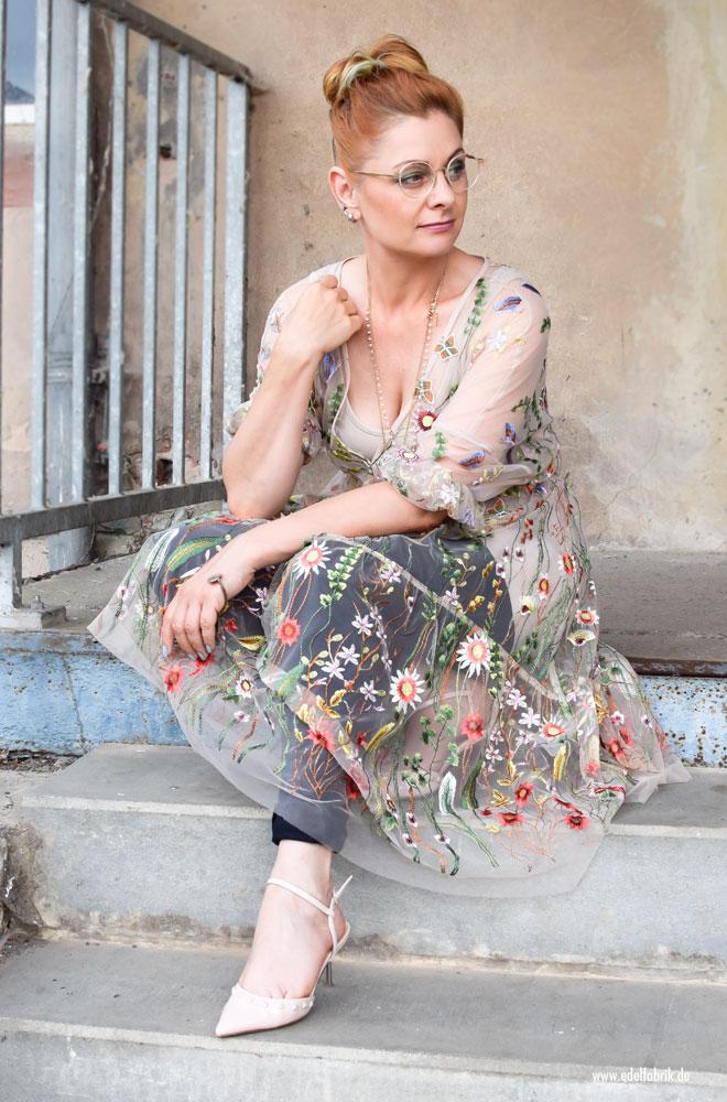 langes Oversized Kleid, durchsichtig, Blumenstickerei