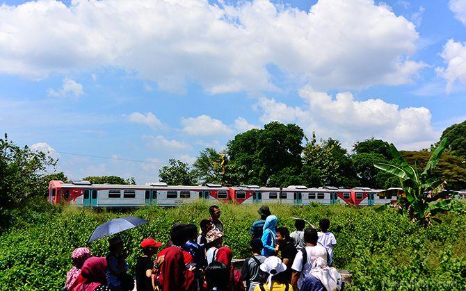 Diskusi dibekas sisa pondasi rel Staatspoorwegen