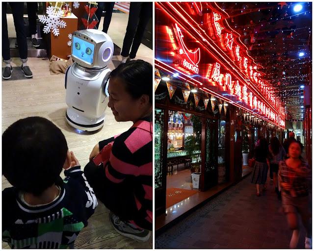 Mini robot Zhongshan Lu Pedestrian Street in Xiamen, China