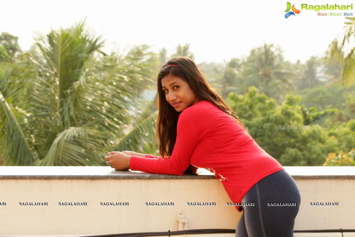 Aishwarya Palani Navel